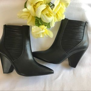 NWT Simply Vera Wang Gadwall High Heel Booties